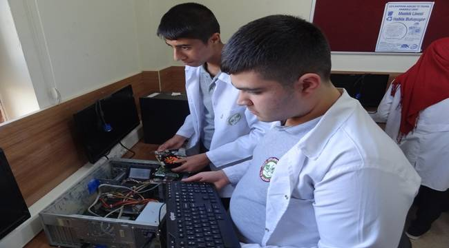 Arızalı Bilgisayarlar Onarılıp Okulların Hizmetine Sunuluyor