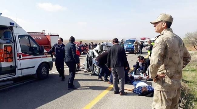 Birecik-Şanlıurfa Yolunda Feci Kaza, 2 Ölü 4 Yaralı