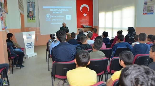 Gazeteci Çelikcan, İpekyol Gençlik Merkezinde