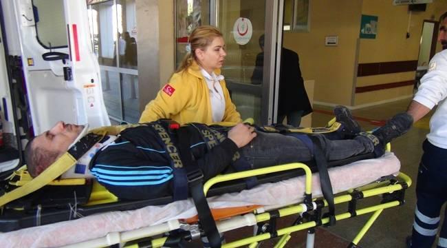 Motosiklet Hafif Ticari Araca Çarptı, 1 Yaralı