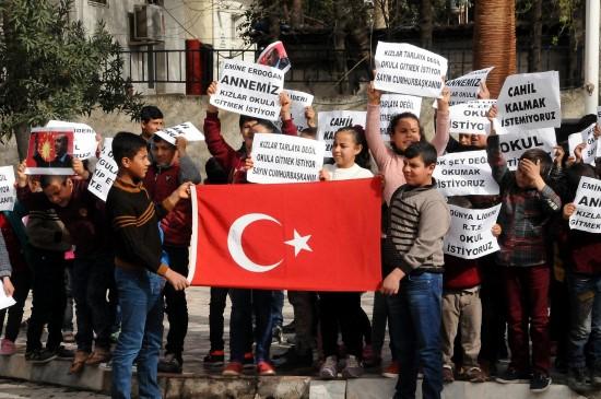 Okul isteyen öğrenciler eylem yaptı