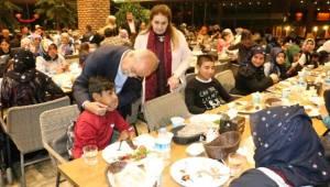 Şanlıurfa Büyükşehir Yetim ve Öksüzleri Unutmadı-Videolu Haber