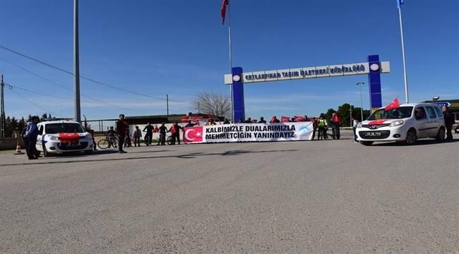 Sınırın Sıfır Noktasında Türk Bayrakları ve Pedallarla Afrine Destek