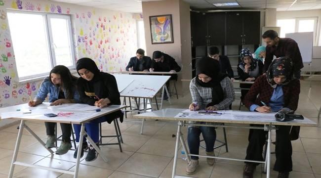 Siverekli Öğrenciler Güzel Sanatlar Fakültesine Hazırlanıyor
