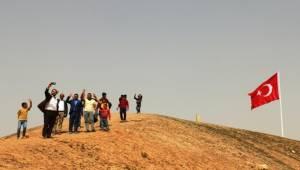 Suriye Sınırımızdaki İlçemiz Bayraklar ile Donatılıyor-Videolu Haber