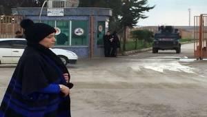 Suriyeli Annenin Gözü Sınır Kapısında