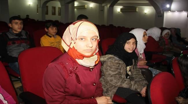 Suriyeli kızın vatan özlemi boğazında düğümlendi