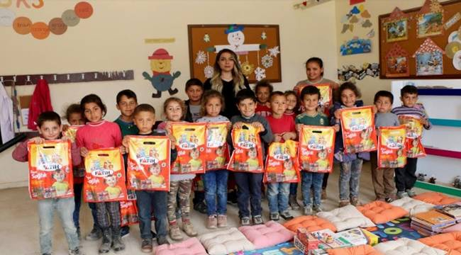 Üniversite Öğrencisinden Harran Köy Okullarına Yardım