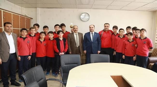 Ziyaeddin Akbulut Ortaokulu Şampiyon Oldu-Videolu Haber