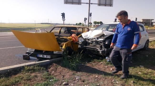 Adıyaman'da 2 Otomobil Çarpıştı, 7 Yaralı