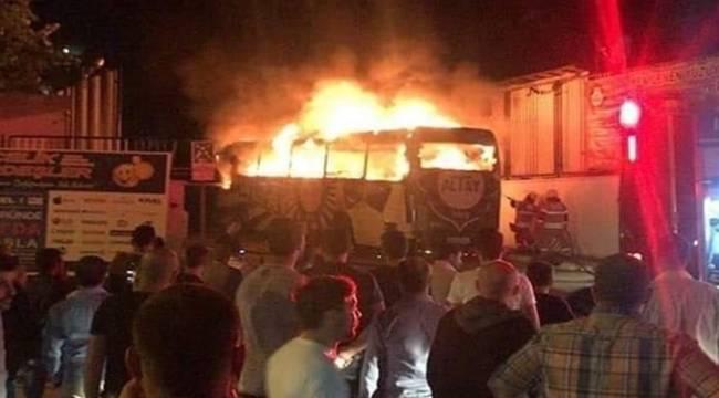 Altay Spor'un Takım Otobüsü Alev Alev Yandı