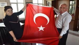 Eğirdir'den Birecik'e Bayrak