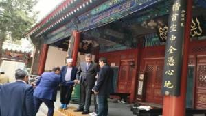 Önen, Pekin Camilerini gezmeyi de ihmal etmiyor