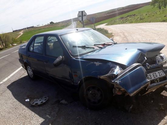 Şanlıurfa'da otomobil traktöre çarptı, 5 yaralı