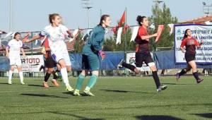 Şanlıurfa Gençlik Kadın Futbol Takımı Yenildi