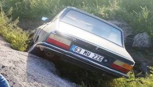Suruç'ta Otomobil Şarampole Uçtu