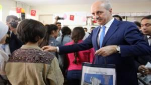 Türkçe Öğrenen Suriyeli Çocuklara Kitap Dağıtıldı