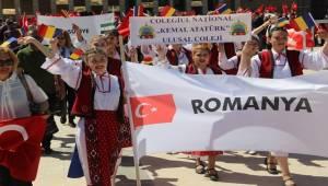 Urfa'da 23 Nisan 10 Ülkeden Katılan Öğrenciler İle Kutlandı