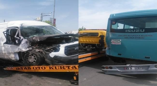 Urfa'da Minibüs Halk Otobüsüne Çarptı, 6 Yaralı
