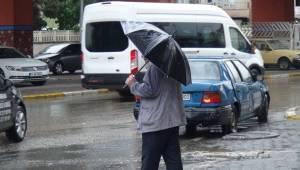 Urfa'da Yağış Vatandaşın Yüzünü Güldürdü