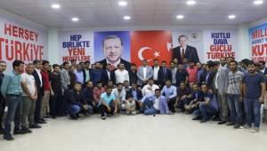 Ayhan Gençlerle Seçim Bürosunda Bir Araya Geldi