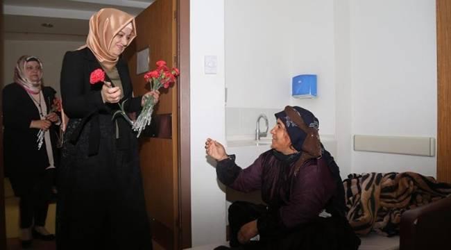 Ayşe Ekinci Hastanede Kadınları Ziyaret Etti