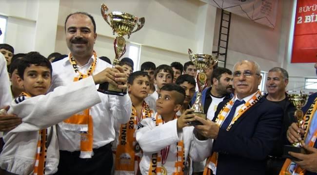 Dereceye Giren Sporculara Ödülleri Verildi