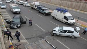Necmettin Cevheri Bulvarında Kaza, 2 Yaralı