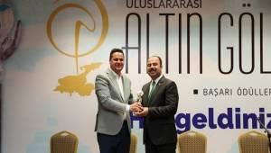 Nihat Çiftçi'ye En Başarılı Belediye Başkan Ödülü Verildi