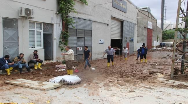 Sel Organize Sanayi Bölgesini Vurdu