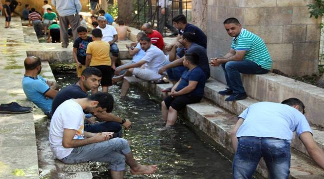 Sıcaktan Bunalanlar Soluğu Balıklıgöl'de Alıyor