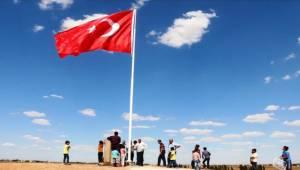 Suriye Sınırına Bir Türk Bayrağı Daha Dikildi