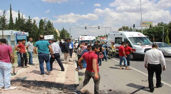 Urfa'da Servis Otobüs Durağına Daldı