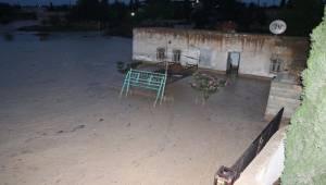 Urfa Kırsalında Evleri Su Bastı