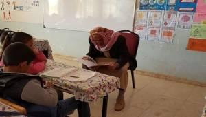 Veliler Okulda Öğrencilere Hikaye Okuyor