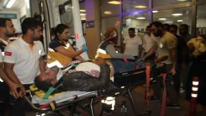 Yaralı baba kendi acısını unutup çocuklarının derdine düştü