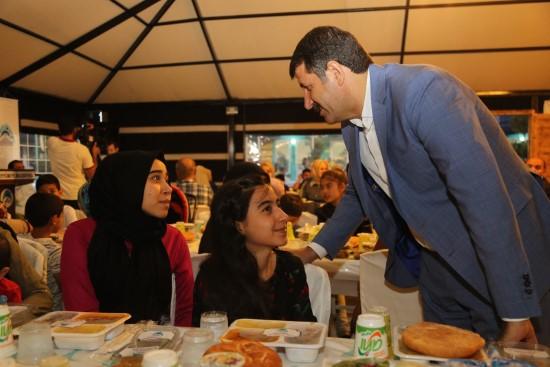 Yetimlere bir iftar da Eyyübiye Belediyesinden