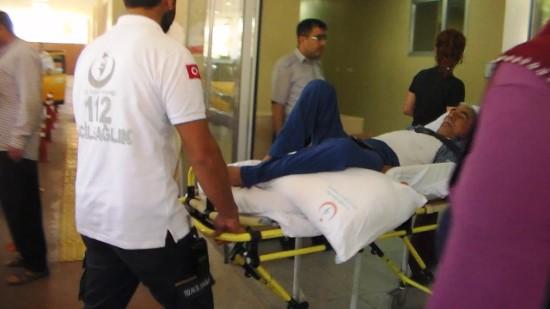 Ayağı otomobilin kapısına sıkışınca hastanelik oldu