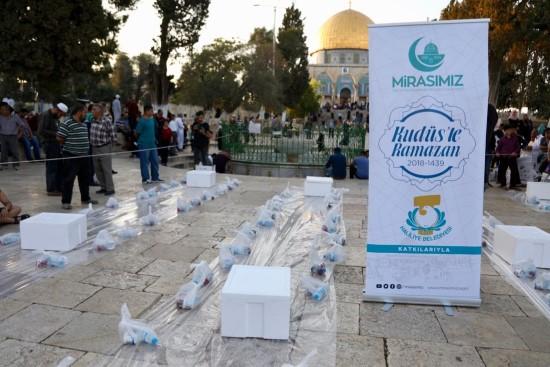 Demirkol, Kudüs'teki Müslümanların yanında
