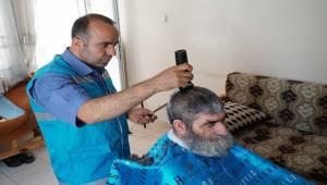Haliliye'de Yaşlılara Tıraş Hizmeti
