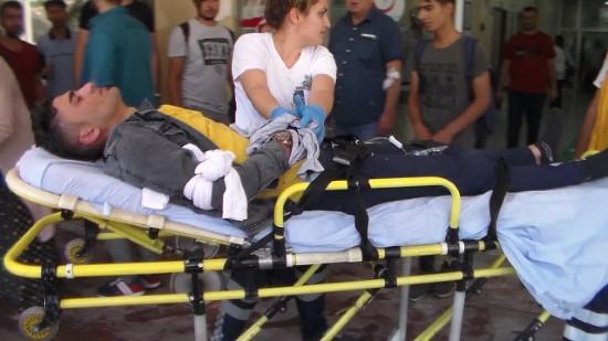 Kırık cam parçalarının üzerine düşen 2 kardeş yaralandı