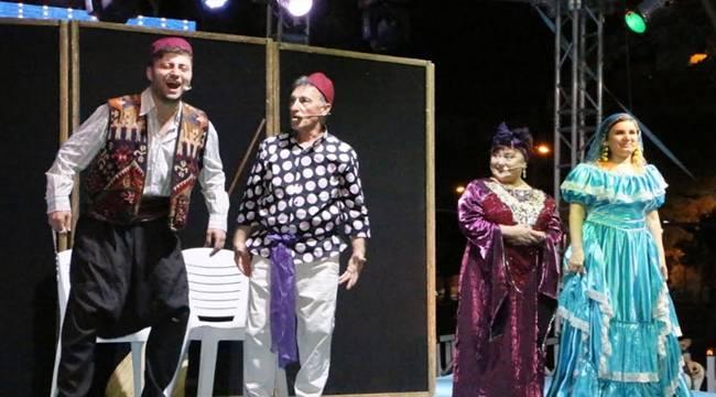 Özden Tiyatrosu Şanlıurfalılarla Buluştu