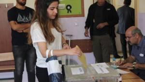 Şanlıurfa'da ilk oylar kullanılmaya başlandı