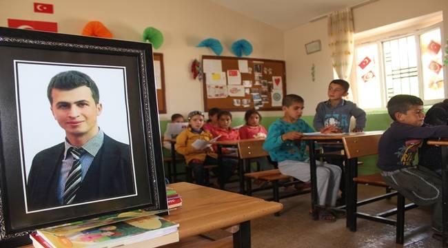 Şehit Öğretmen Yılmaz'ın Okulunda Hüzünlü Karne Sevinci