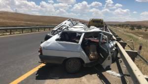 Yolda arıza yapan otomobile tır çarptı