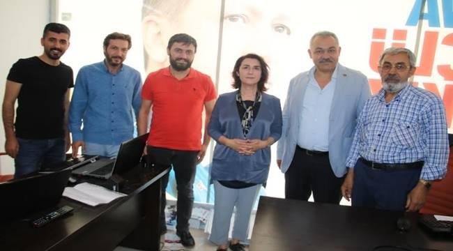 Zemzem Gülender Açanal'dan AK SKM'ye Ziyaret