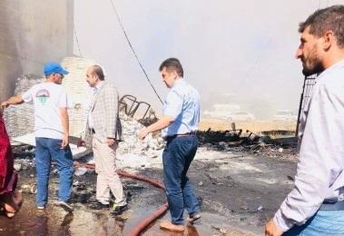 Emniyet Müdürü TOMA ile yangını söndürdü