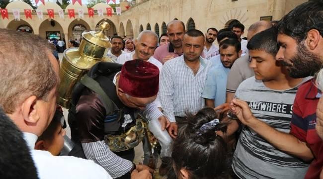 Eyyübiye Belediyesinden Mevlit Sonrası Vatandaşlara İkram