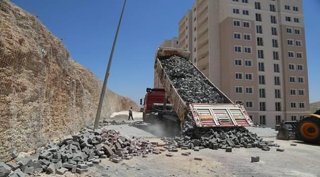 Eyyübiye'de Yol Yapım Çalışmalarını Sürüyor
