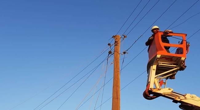 Hortumun Zarar Verdiği Elektrik Şebekesi Yenilendi